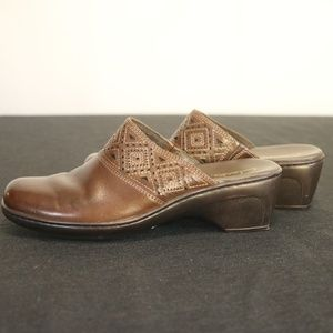 Clarks Women's 8 M Mules Brown Leather Slip On